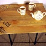 tavolino da salotto di legno con base di ferro