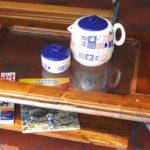 tavolo da salotto con ripiano inferiore