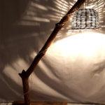 lampada da pavimento con paralume di vimini