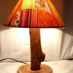 lampada da tavolo con paralume colorato
