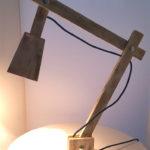 lampada da tavolo di legno