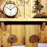 mensola da parete in legno con appendini