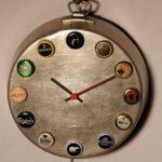 orologio da parete su padella (b)