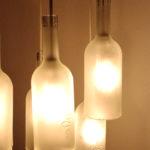 plafoniera tonda con bottiglie