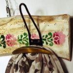 porta abiti decorato con appendini