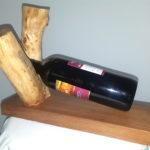 porta bottiglia su ramo e base di noce