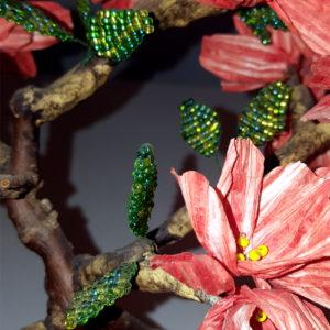 melograno fiorito su tronco vero