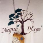 collana di legno con anello