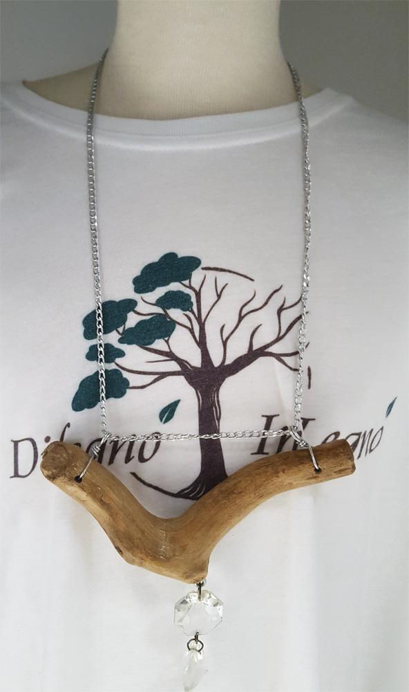 collana di legno con ciondoli di vetro