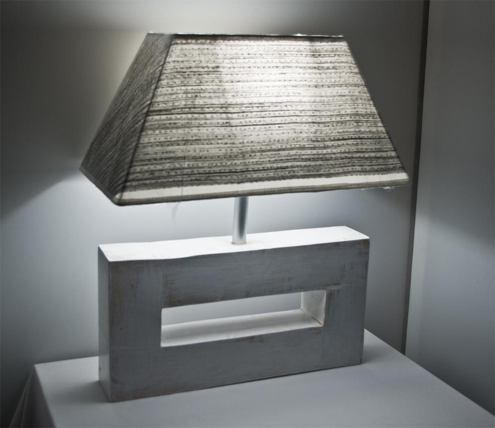 lampada da tavolo bianca