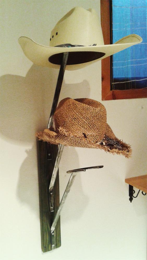 porta cappelli con ferri di cavallo 3